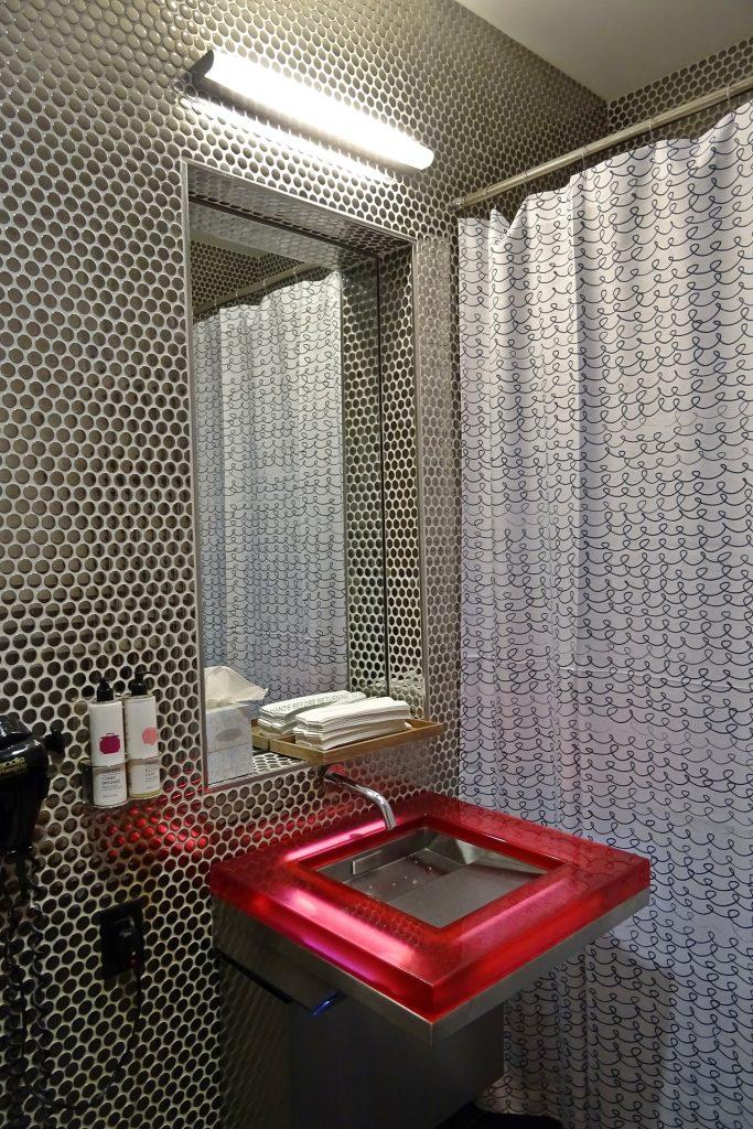 Dlaczego umywalki nablatowe ze szkła to dobry wybór?