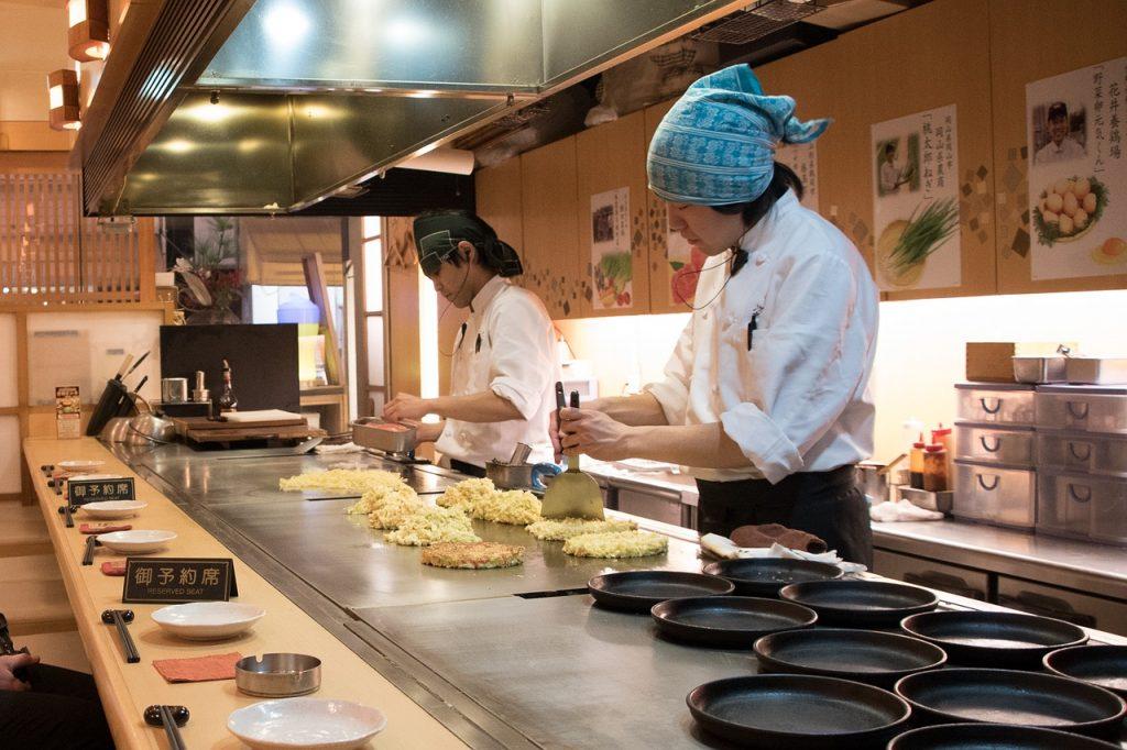 Wyposażenie restauracji: zmywarki gastronomiczne