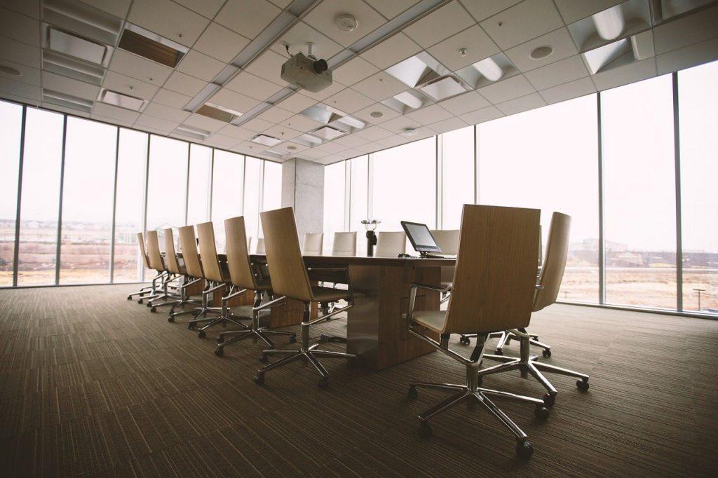 Odpowiednie aranżowanie przestrzeni w biurze