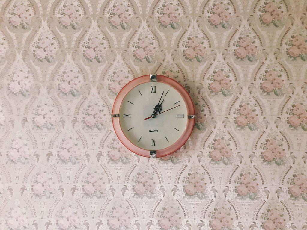 Dobry i ładny zegar do wnętrza